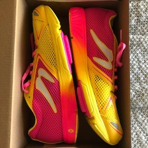 Newton Distance 7 - Women 8.5 pink yellow